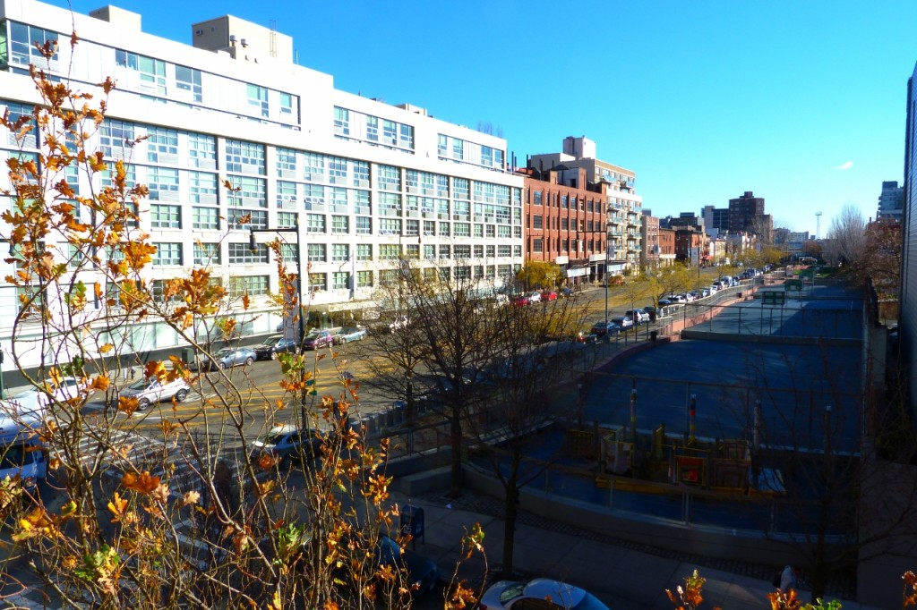 As the year ends, Fall clings to LIC